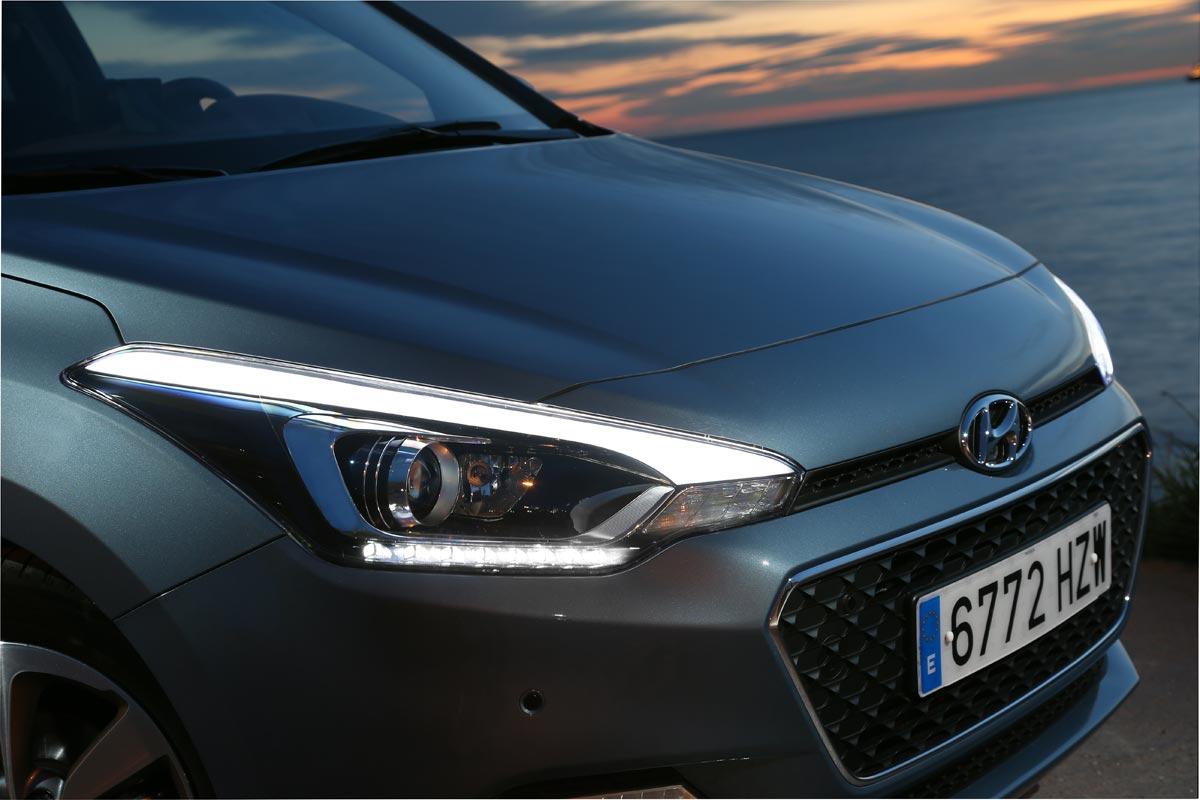 Hyundai i20 prueba detalle faros delanteros