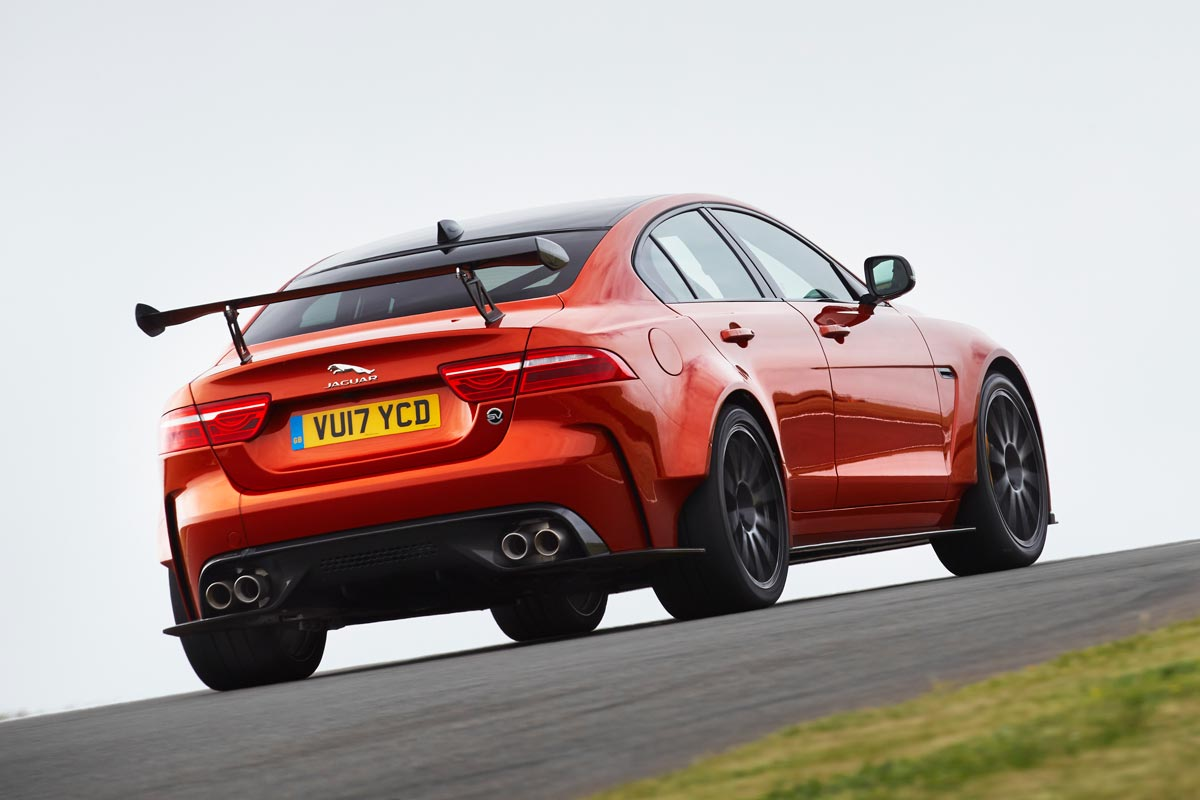 Jaguar XE SV Project 8: la berlina más radical con 600 CV (fotos)
