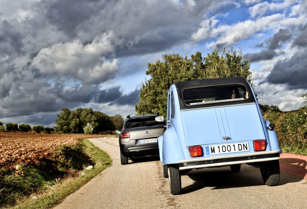 Citroën C4 Cactus vs Citroën 2CV-6 CT: comparativa (fotos)