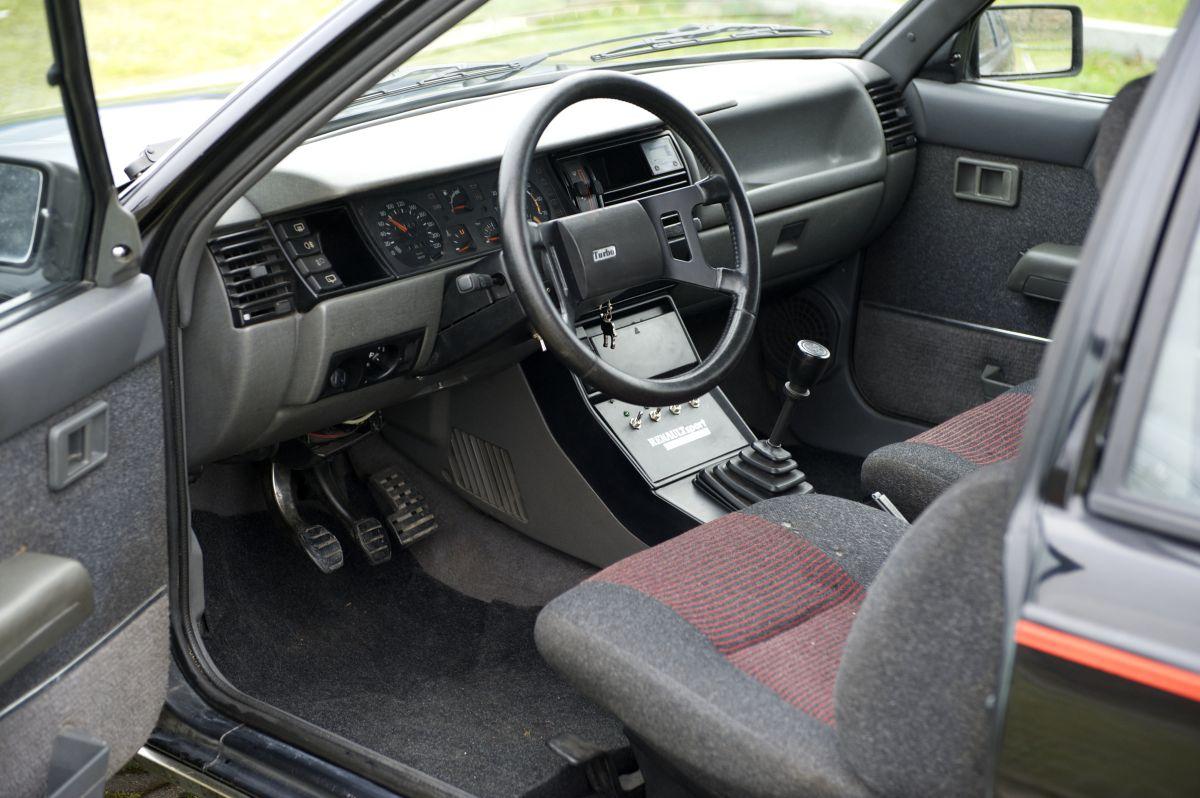 Renault 11 Turbo salpicadero