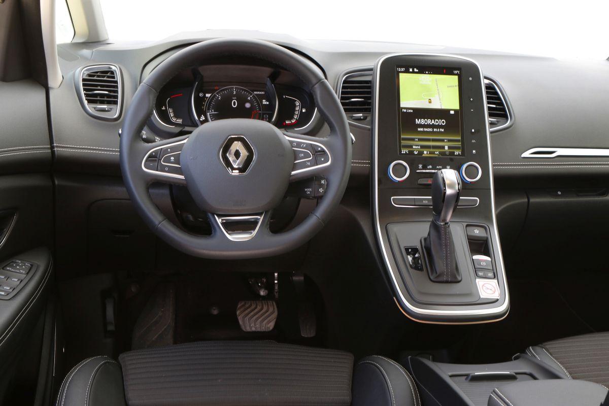 Renault sc nic dci 110 o citro n c4 picasso bluehdi 120 for Interior renault scenic