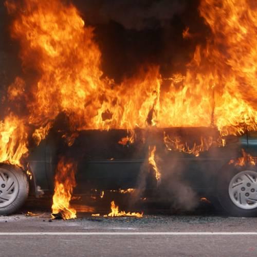 ¿Qué puedes hacer si tu coche empieza a arder?