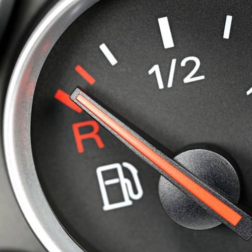 Ir en reserva de combustible puede acortar la vida de tu motor
