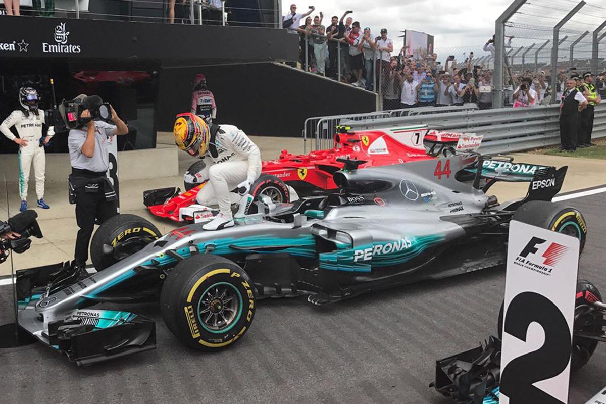 Hamilton, rey de Silverstone mientras Ferrari pincha con su estrategia (fotos)