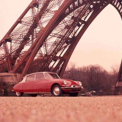 DS ofrece recorridos en clásico con chófer por París