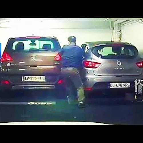 Así puedes salir del coche si has aparcado en un sitio demasiado estrecho