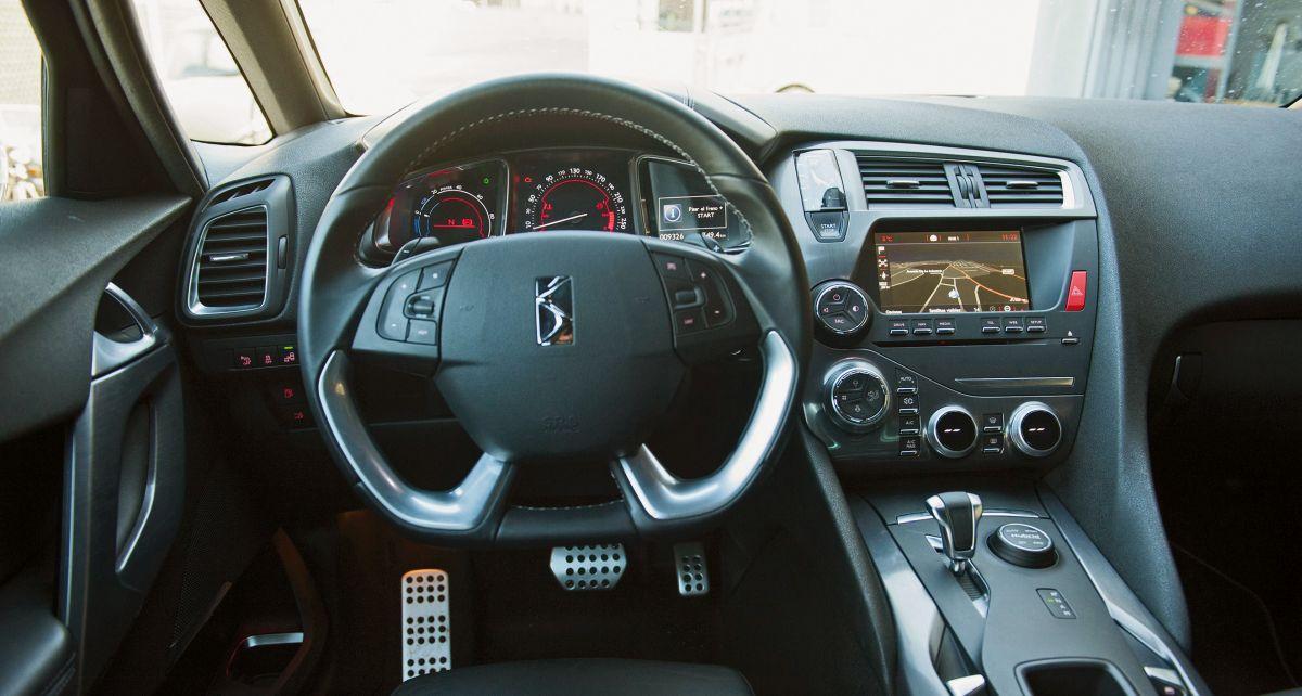 DS 5 Hybrid volante