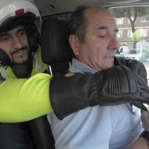 """El vídeo más """"cutre"""" de la Guardia Civil para que te acuerdes de usar siempre el cinturón"""