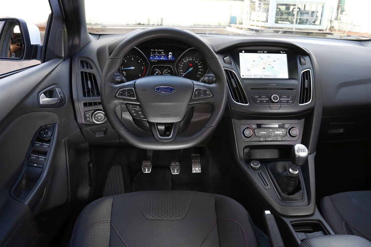 Ford Focus 1.5 TDCi 120 CV salpicadero