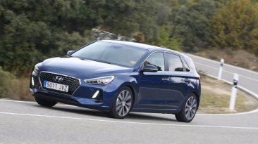 Hyundai i30 1.4 T-GDI 140 CV apoyo en curva
