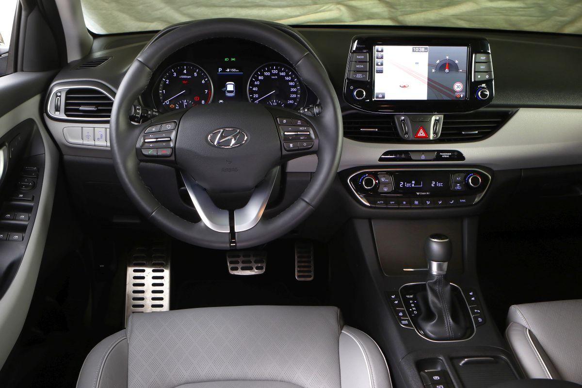 Hyundai i30 1.4 T-GDI 140 CV salpicadero