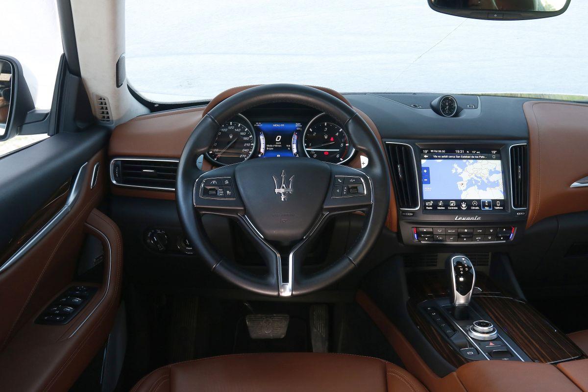 Maserati Levante Diesel salpicadero