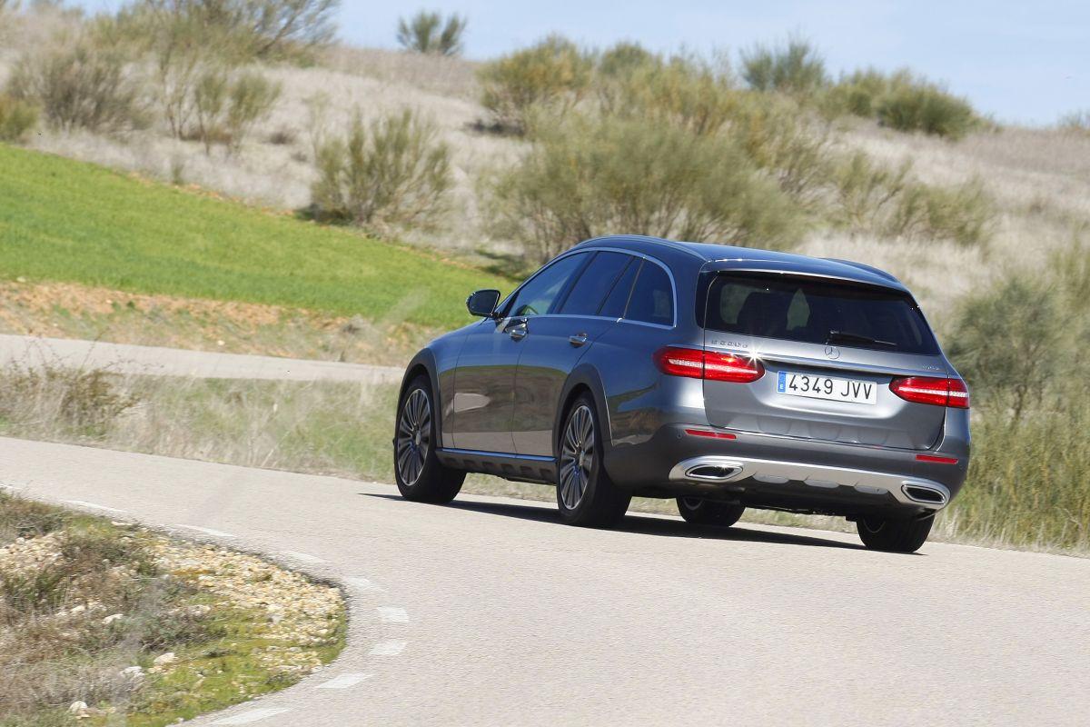 Mercedes-Benz E 220D All-Terrain apoyo en curva trasera
