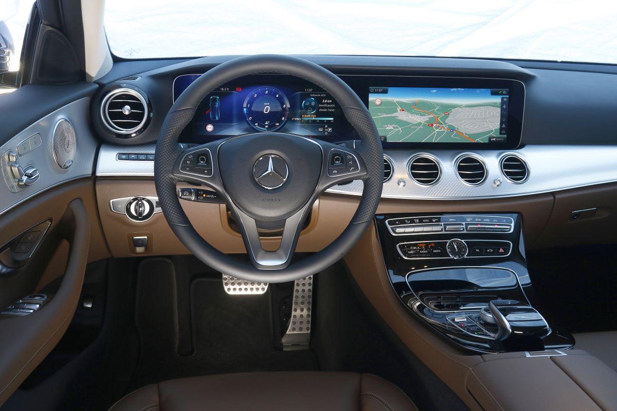 Mercedes-Benz E 220D All-Terrain salpicadero