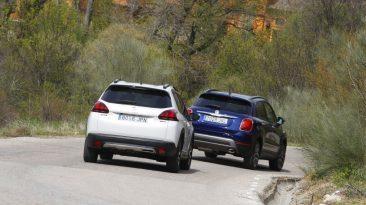 Peugeot 2008 1.6 BlueHDI 120 CV contra Fiat 500X 1.6 Multijet 120 CV trasera en movimiento