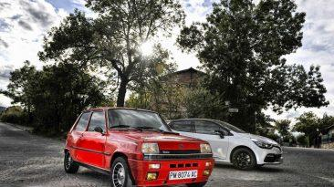 Renault 5 Copa Turbo contra Renault Clio RS parados lateral