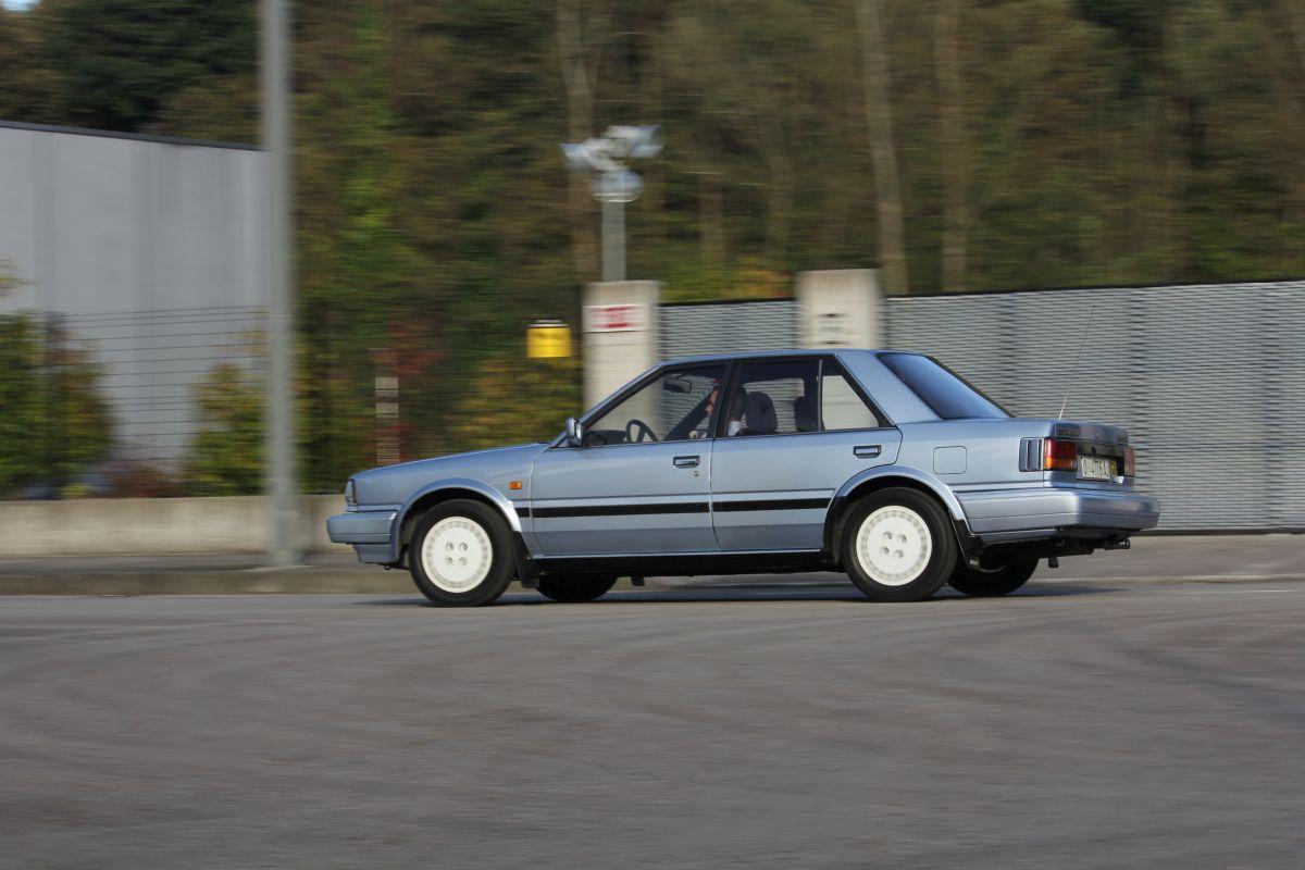 Nissan Bluebird Turbo SGX barrido hacia la izquierda
