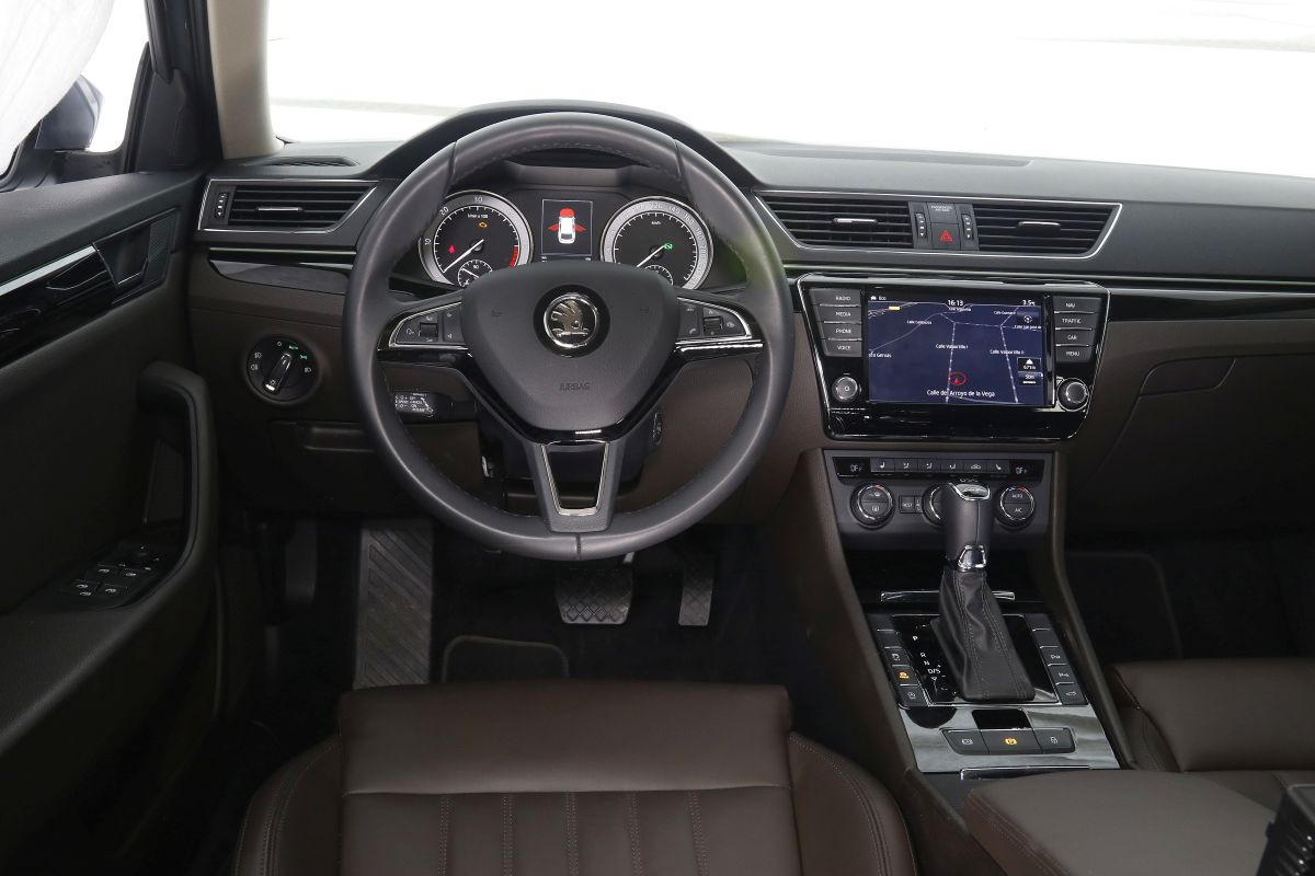 Skoda Superb Combi 2.0 TDI 190 CV salpicadero
