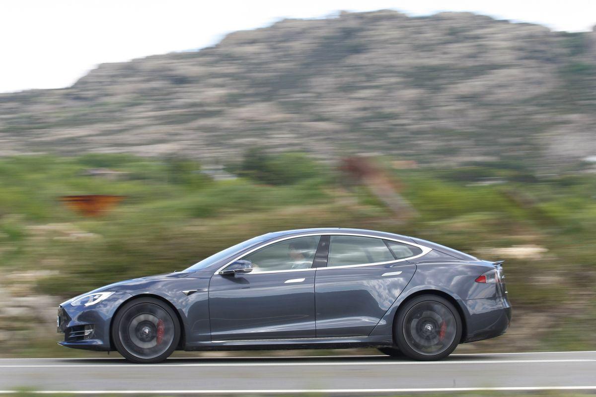 Tesla Model S P100D barrido a izquierda