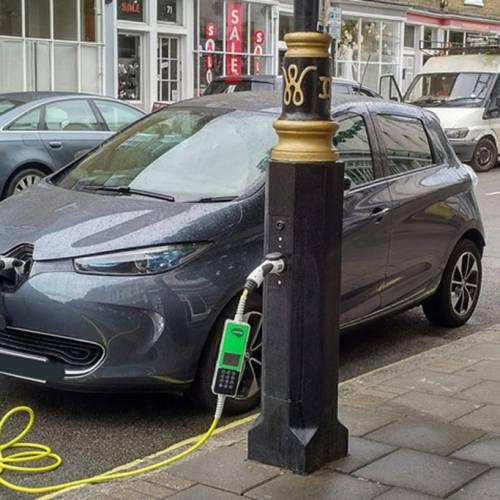 Las farolas, una solución sencilla para cargar los vehículos eléctricos