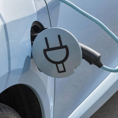 Los híbridos enchufables emiten más CO2 que los diésel, según un informe