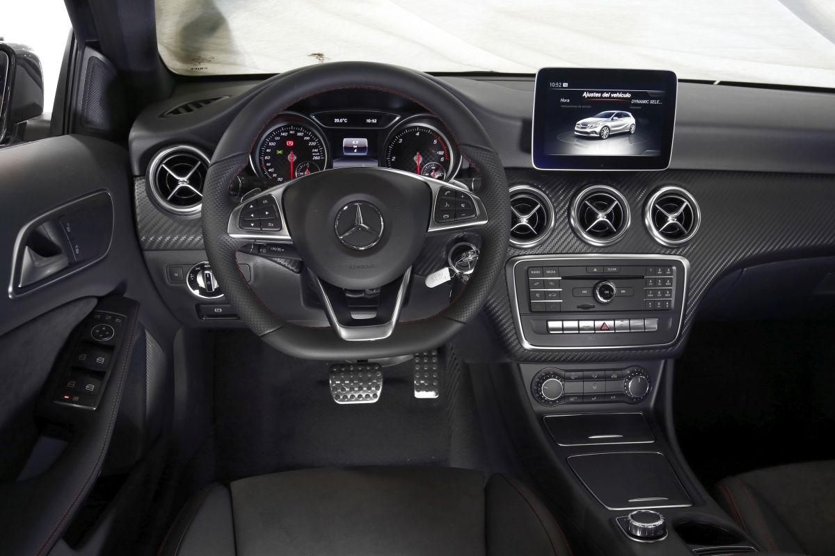 Mercedes Clase A 200 D salpicadero