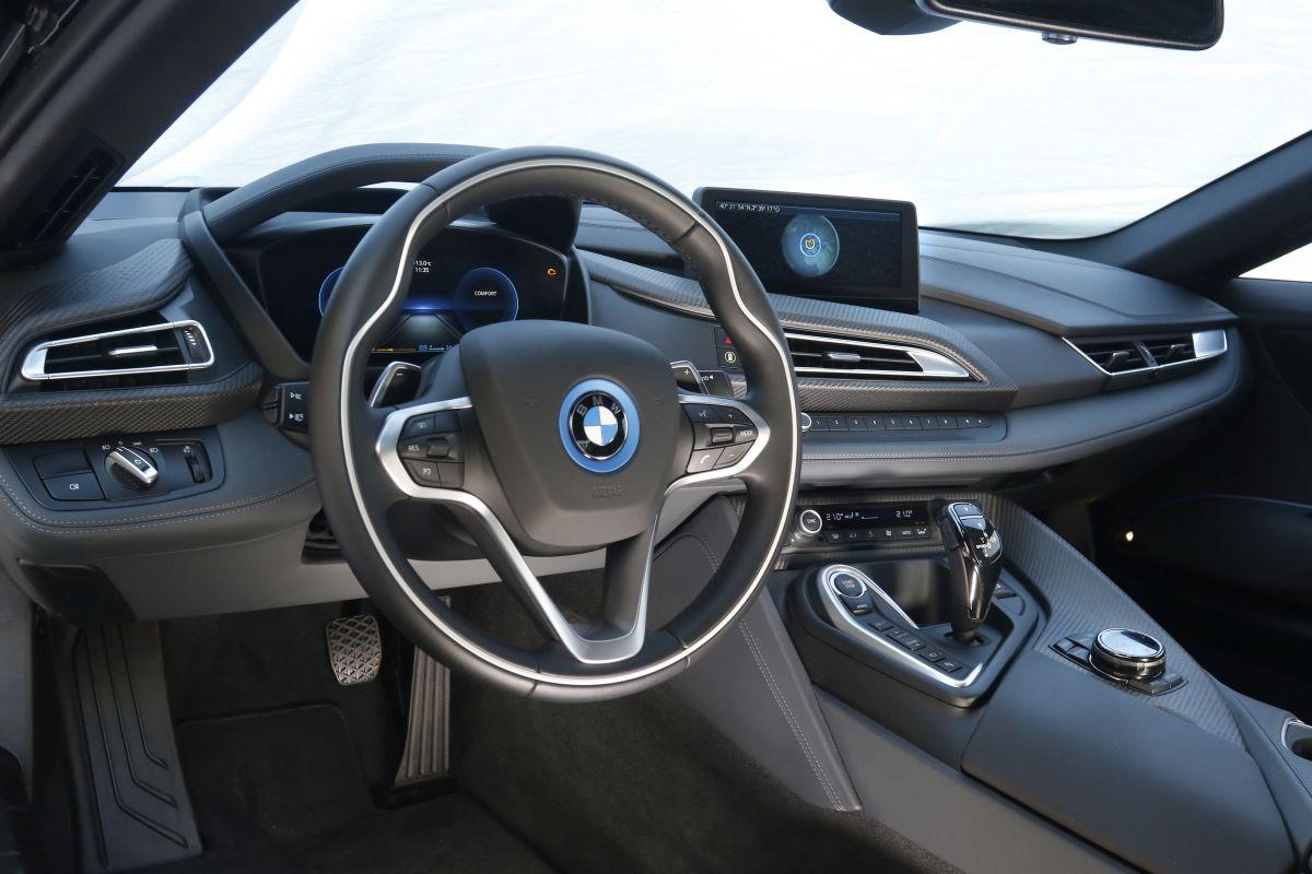 Audi R8 V10 Plus o BMW i8: salpicadero i8