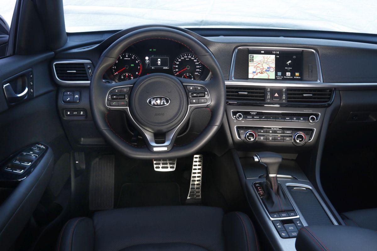 Kia Optima GT 2.0 T-GDI 245 CV salpicadero