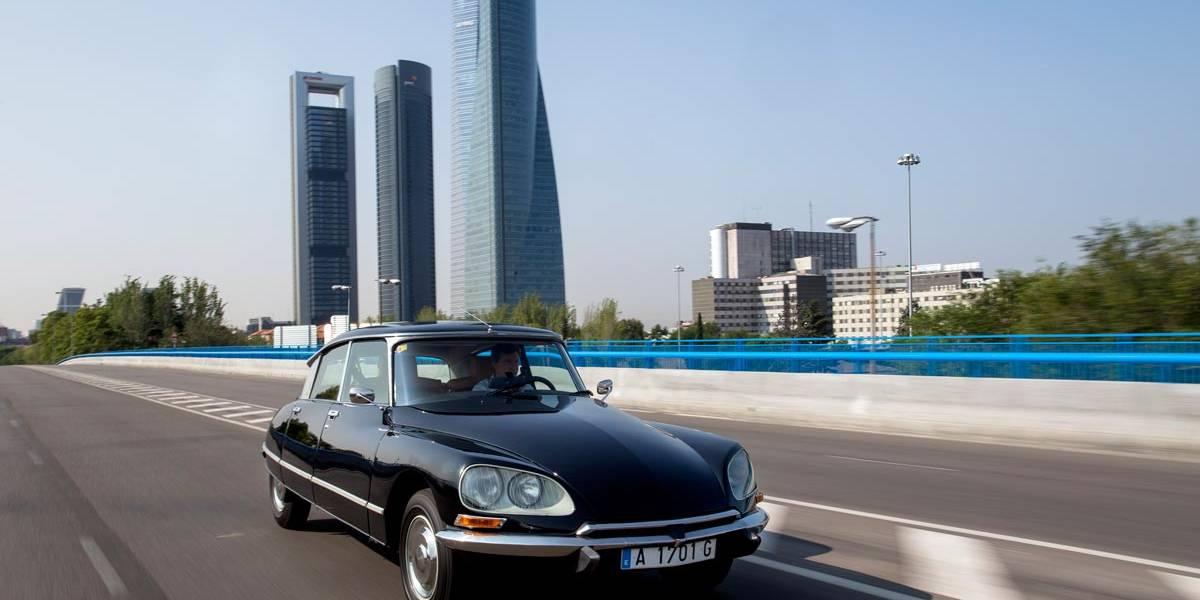 DS ofrece ahora recorridos en clásico con chófer por Madrid
