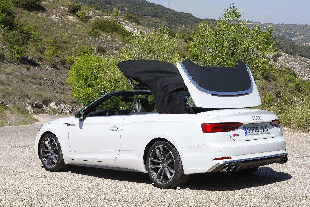 Audi S5 Cabrio 3.0 TFSI. Cerrando capota