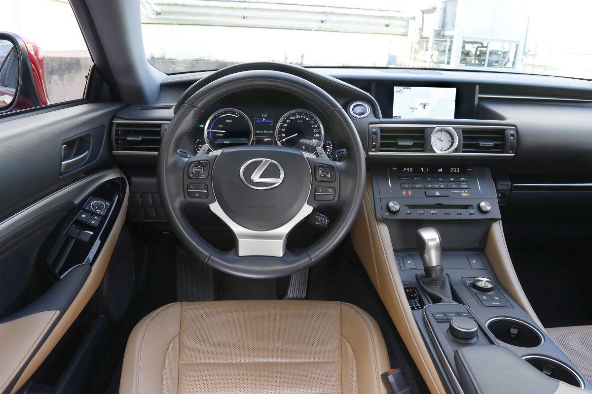 Lexus RC 300h. Salpicadero