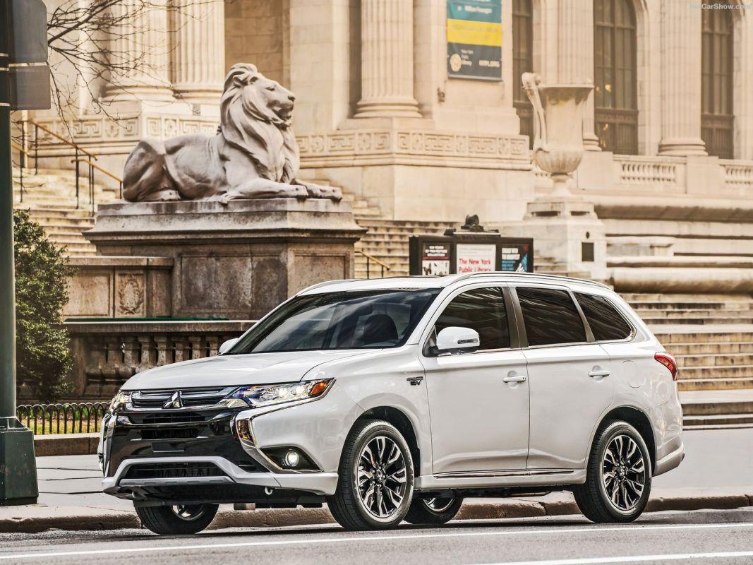 Coches híbridos más vendidos en septiembre. Mitsubishi Outlander PHEV: 76unidades.