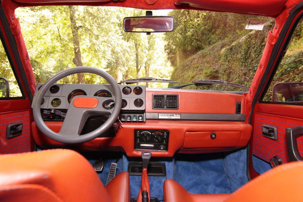 Renault 5 Turbo salpicadero