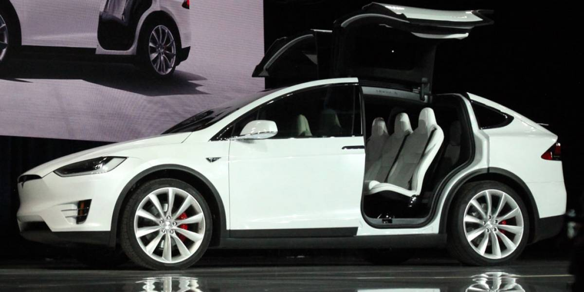 Accidente de un Tesla Model X con el Autopilot activado