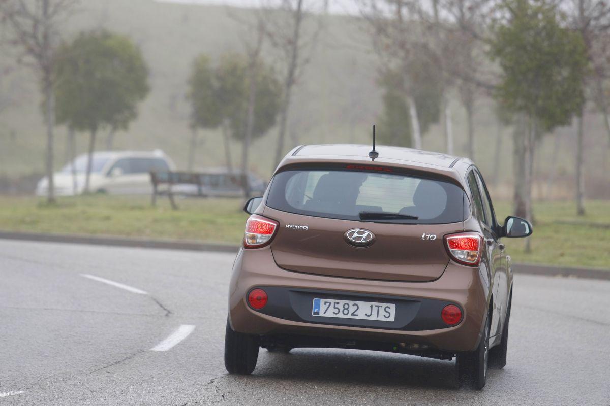 Hyundai i10 1.2 MPI 87 CV. Trasera en curva