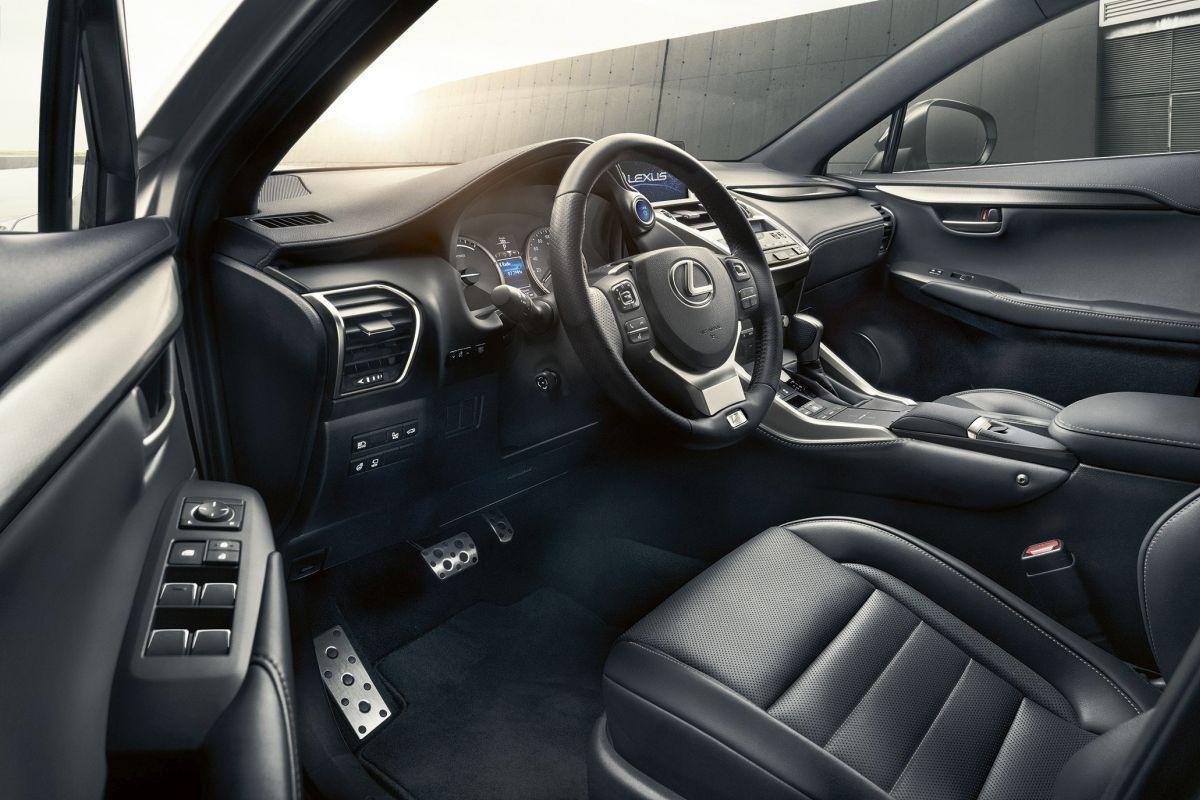 Lexus NX 300h 2017. Interior