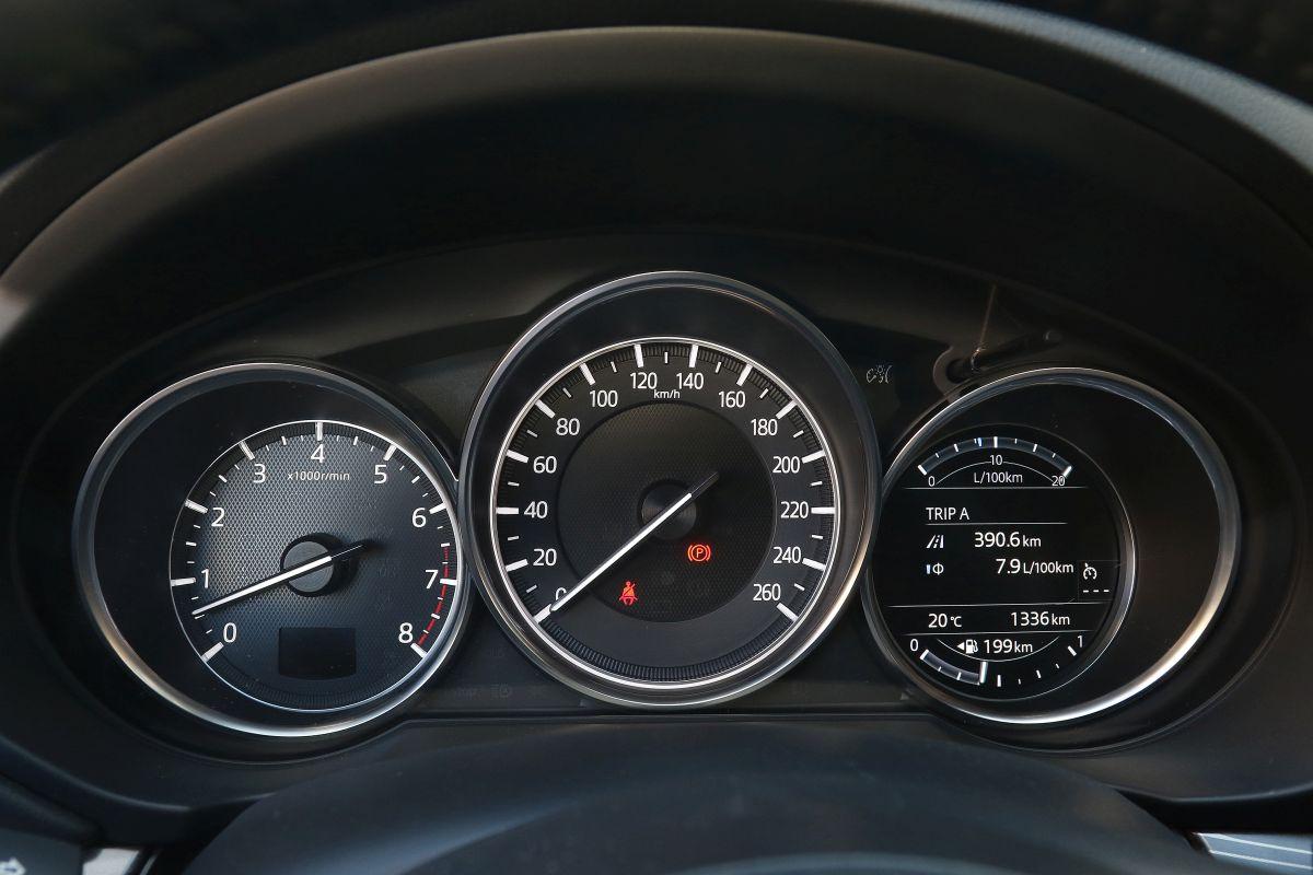 Mazda CX-5 Skyactiv-G 2.0. Relojes
