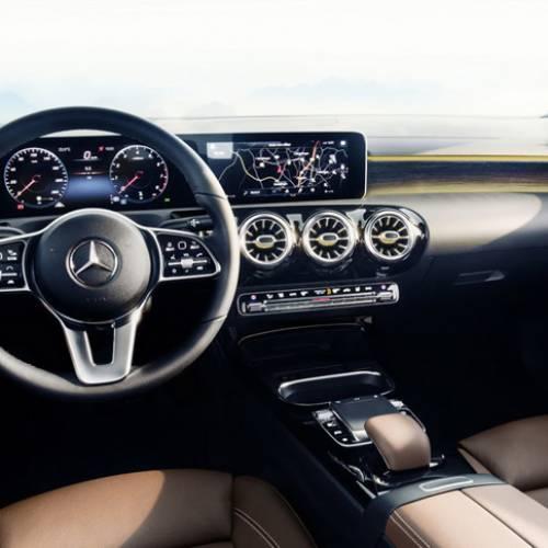 Mercedes-Benz Clase A 2018, el Clase E a escala muestra su interior