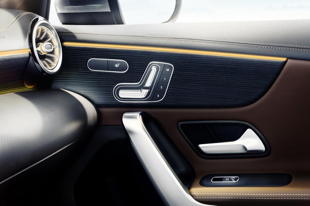 Mercedes benz clase a 2018 el clase e a escala muestra su for Interior mercedes clase a