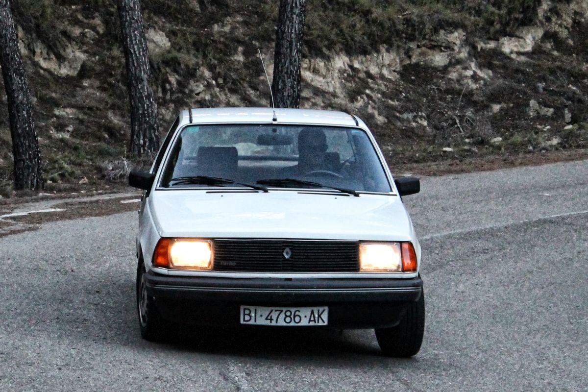Renault 18 Turbo. Frontal