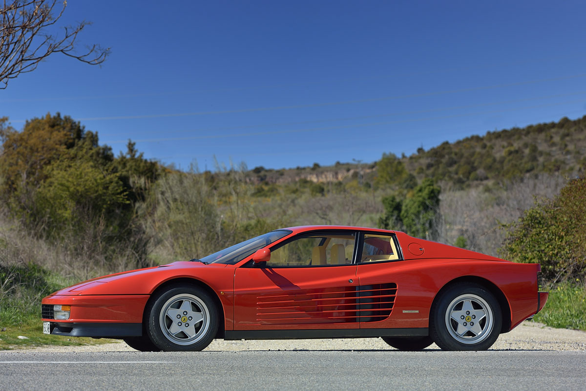 Ferrari Testarossa lateral