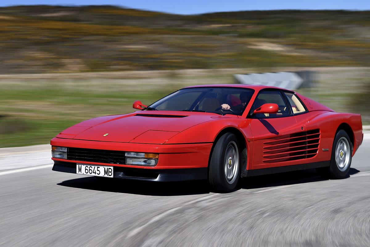 Ferrari Testarossa en curva