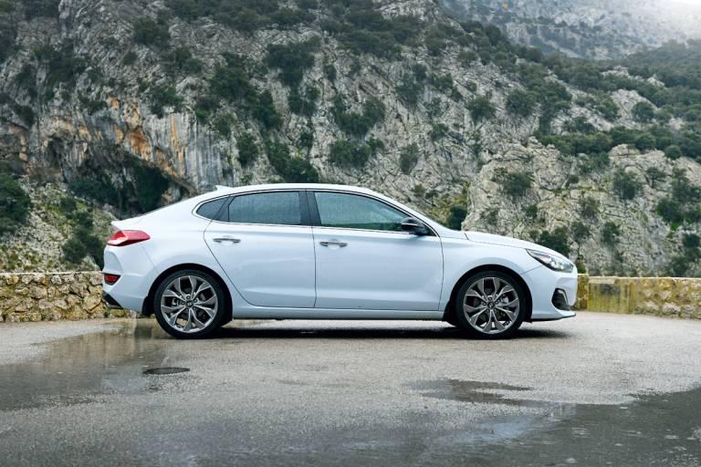 Prueba Hyundai i30 Fastback 2018 (lateral)