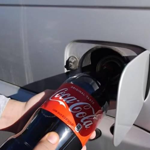 ¿Qué pasa si echas Coca-cola en el depósito de tu coche?