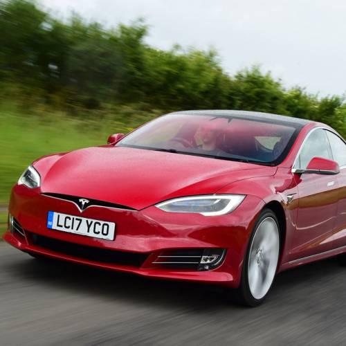 Cómo engañar al piloto automático de Tesla