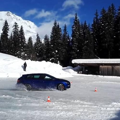 Así derrapamos sobre nieve con un SEAT León ST Cupra 300 4Drive