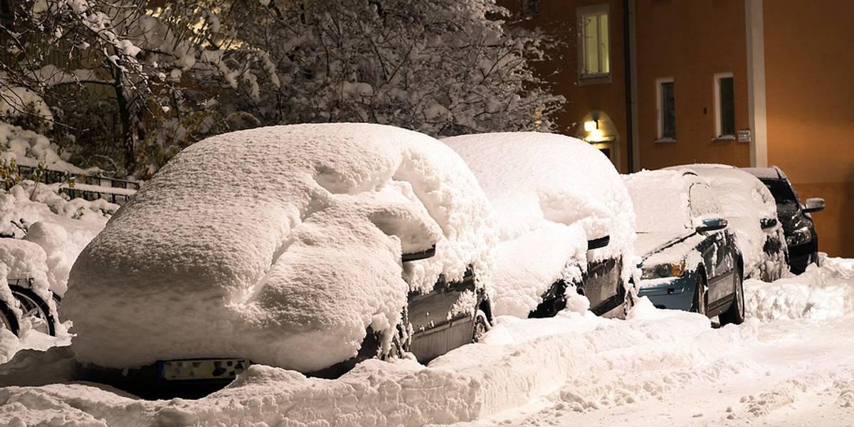 Coche y nieve: si está en el techo del vehículo… ¿hay que quitarla?