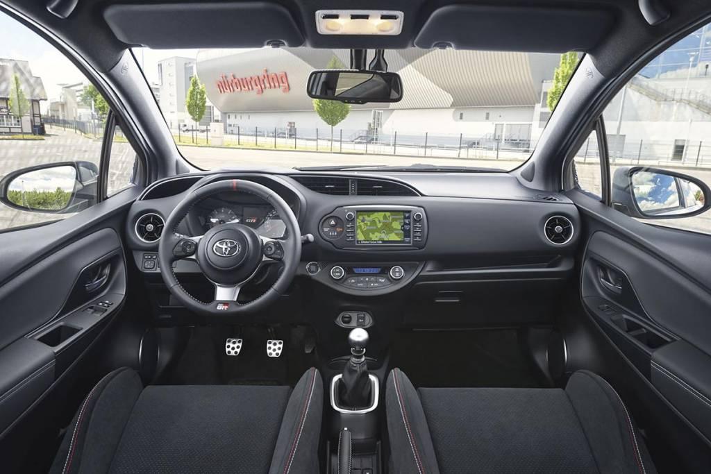 interior Toyota Yaris GRMN