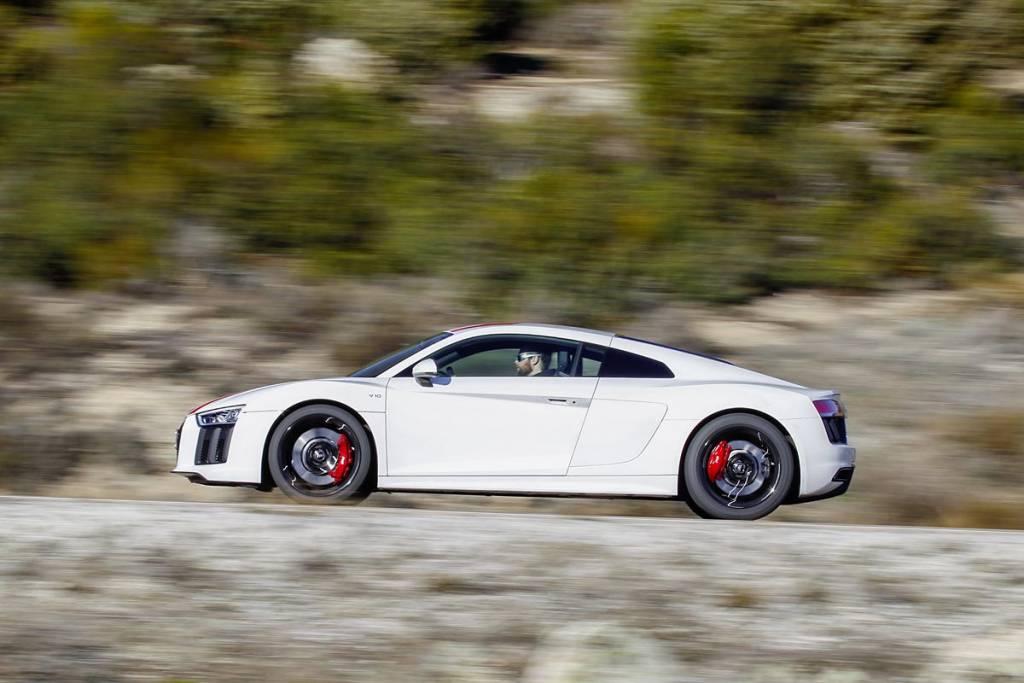 Audi R8 RWS en carretera