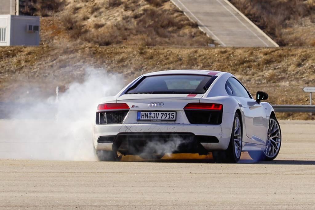 Audi R8 RWS derrapando